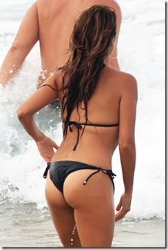 penelope cruz bikini plage